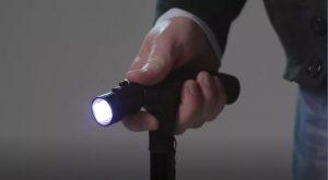 La luce led accesa di Magic Cane bastone