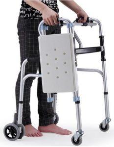Girello per disabili con seggiolino e impugnature
