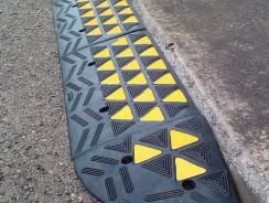 Rampa gomma per marciapiede carrabile – componibile